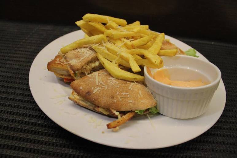 Hamburgers Chicken Burger by Artigiano Tirane